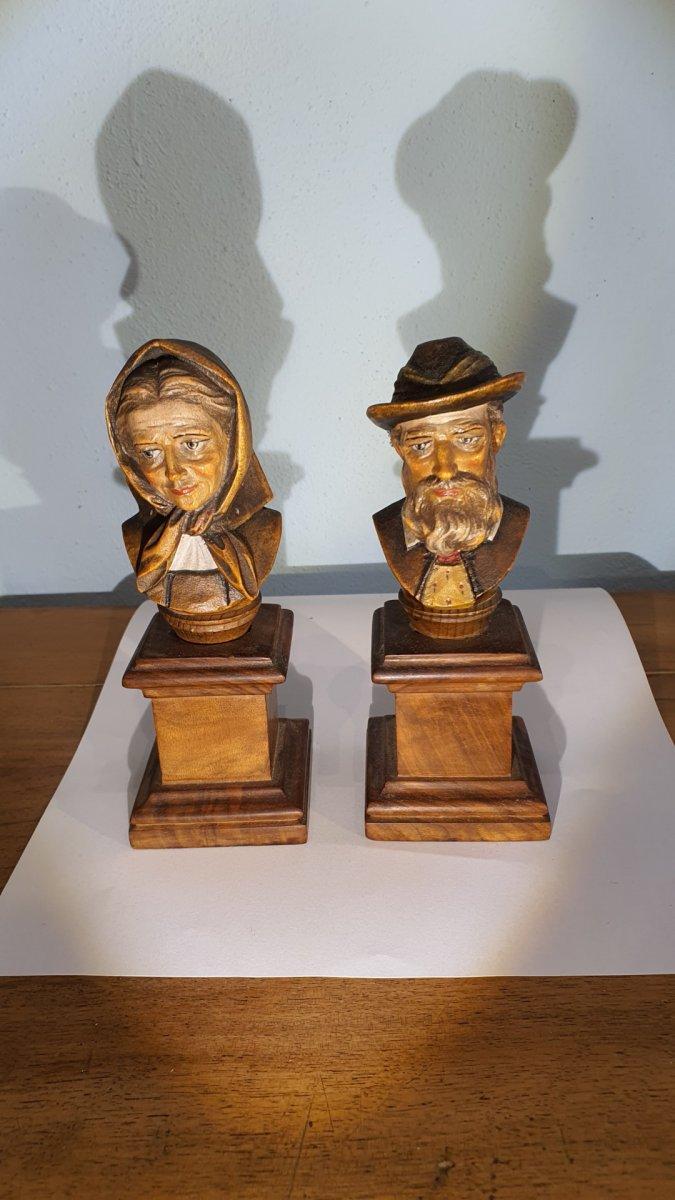 Paire De Petits Bustes Sculptés