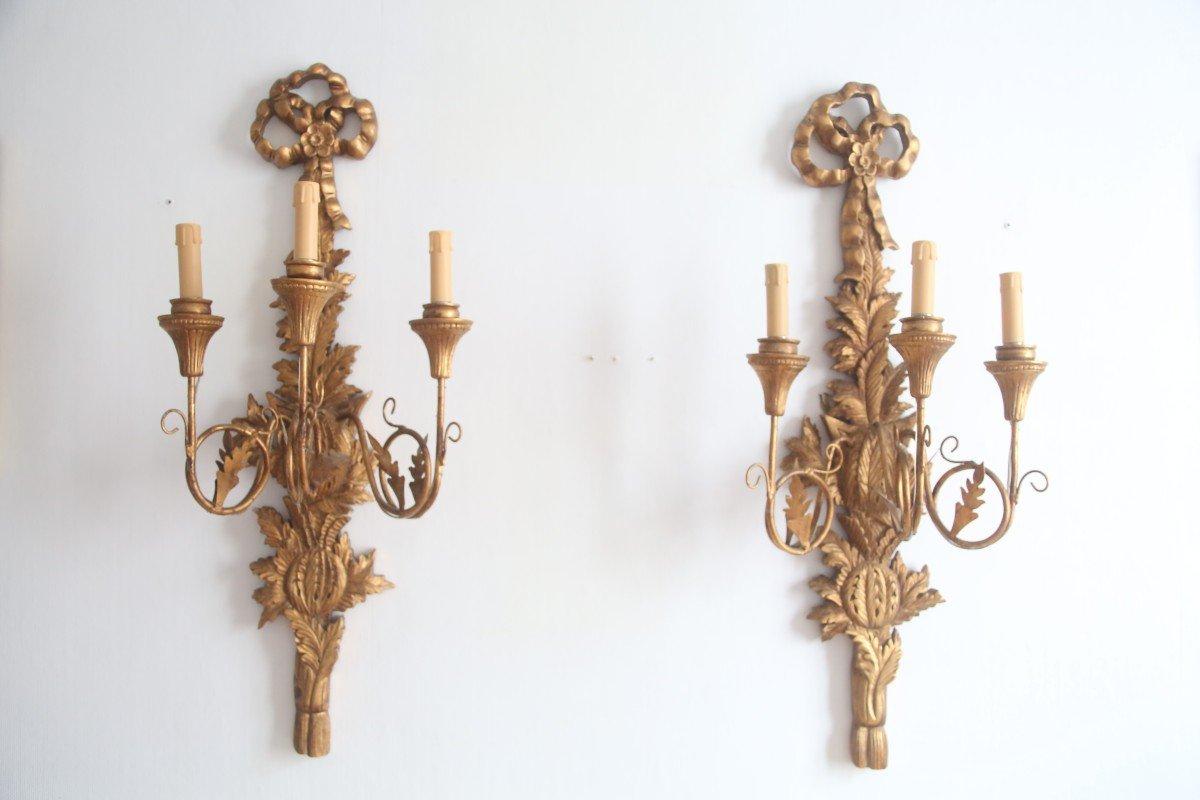Paire d'appliques En Bois Doré De Style Louis XVI