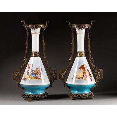 Charmante Paire De Vases 19ème En Opaline et laiton De Style Néo Grec