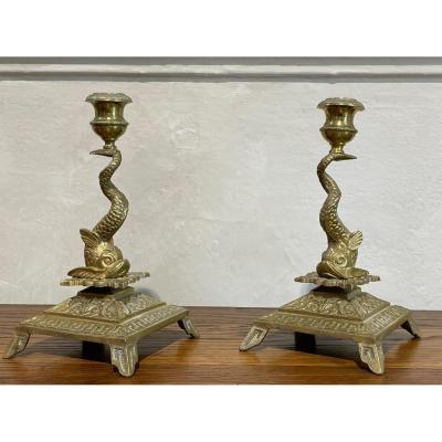 Jolie Paire De Bougeoirs En Bronze à Décor De Dauphins