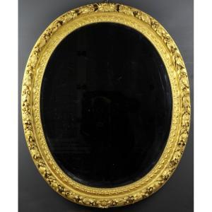 Miroir Ovale Dans Un Cadre En Bois Sculpté Et Doré Du 18ème Siècle