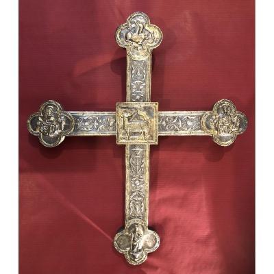 Croix en argent repoussé transition Gothique-Renaissance vers 1520