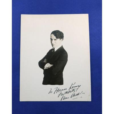 Photographie Dédicacée Et Signée De Charlie Chaplin