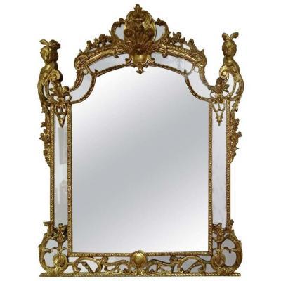 Exceptionnel miroir de boiserie d'Epoque Régence en bois sculpté et doré