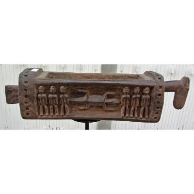 Auge Rituelle à Tête De Cheval Sculptée d'Un Décor De Crocodiles Et Personnages Mali-dogon