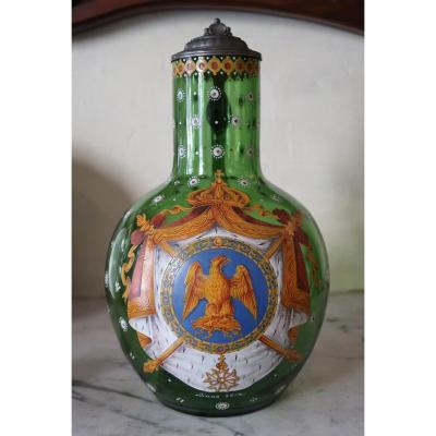 Grande verseuse en verre décoré des armoiries impériales de Napoléon Ier.