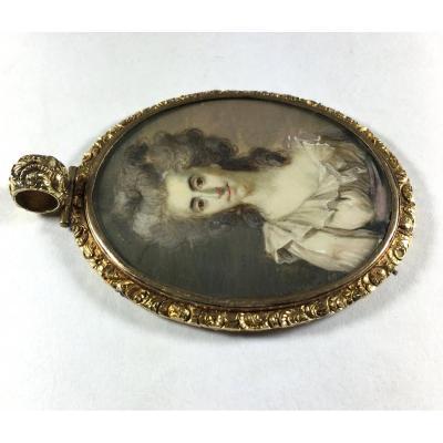 """Claude Bornet, miniature , portrait de dame portant la robe dite """"en Gaulle"""", vers 1780-90"""