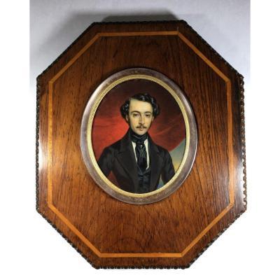 Portrait miniature d'époque Romantique, jeune homme en redingote, vers 1830