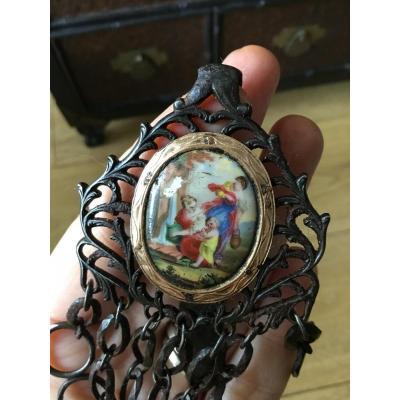 Châtelaine En Acier, Or Jaune Et Porcelaine, XVIIIème Siecle