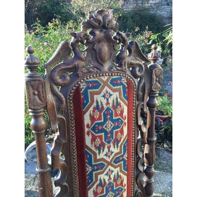 Chaise De Style Louis XIII Sculptée Aux Dragons