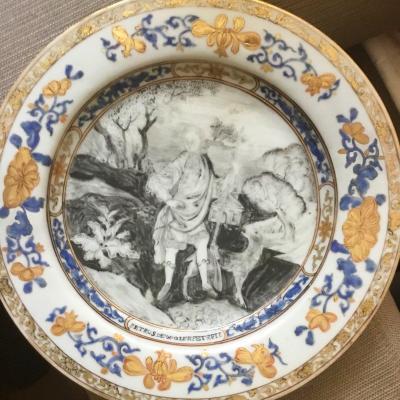 Chine De Commande. Assiette Peinte En Grisaille, XVIIIème