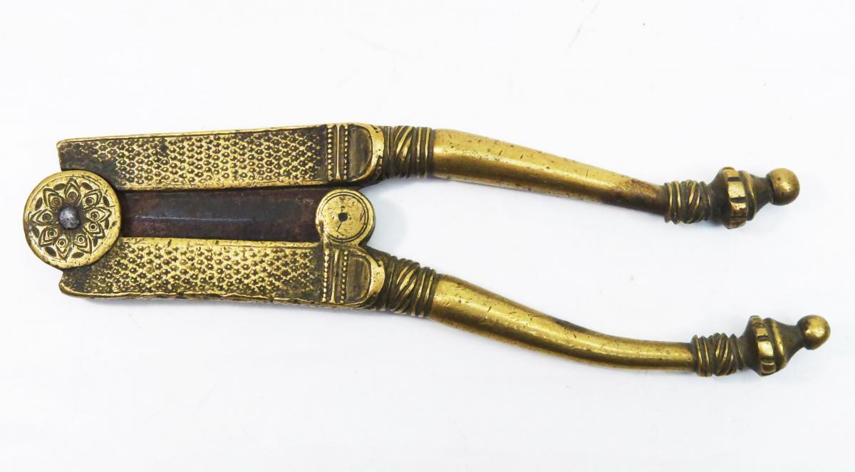Betel Cutter Of Bronze Or Brass. India 1900. Supari.-photo-2