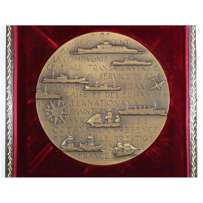 Médaille De Table En Bronze Paquebots Cgt - Les 100 Ans De La Cie Gle Transatlantique 1955