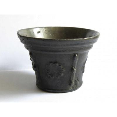 Mortier à poison en bronze. XVIIème.