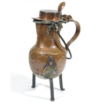 Coquemar miniature  en cuivre , XVIIIème siècle. Hauteur  16 cm.