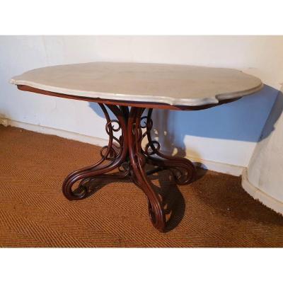 Table De Milieu A Dessus De Marbre Par Thonet.