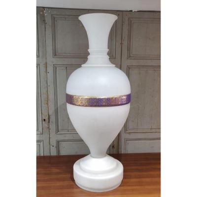 Grand Vase En Opaline Blanche à Décor Oriental Pour le Marché Turc