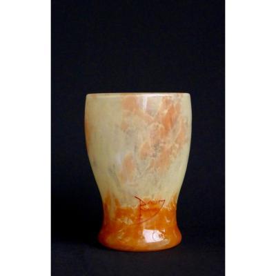 Daum - Vase gobelet en verre marbré