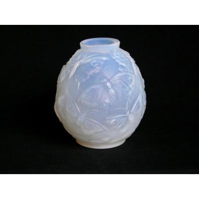 Vase en verre opalescent - Attribué à Verlys