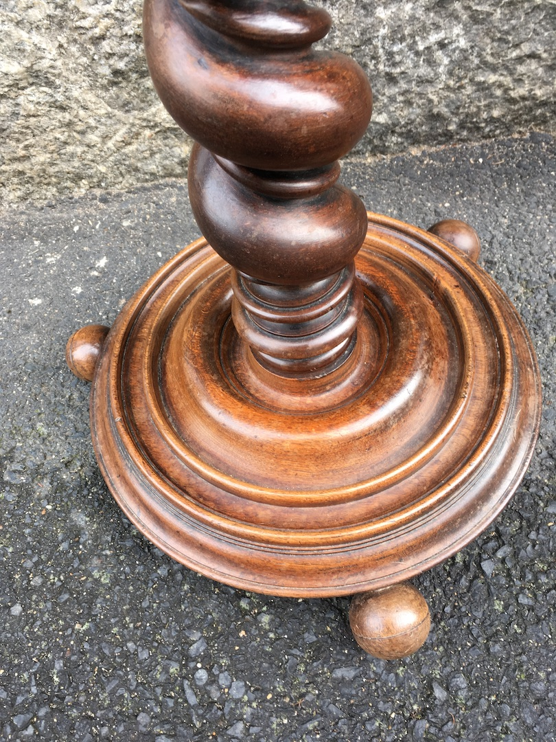 Sellette Porte-perruque En Noyer De Style Louis XIII. France XIXe Siècle.-photo-3