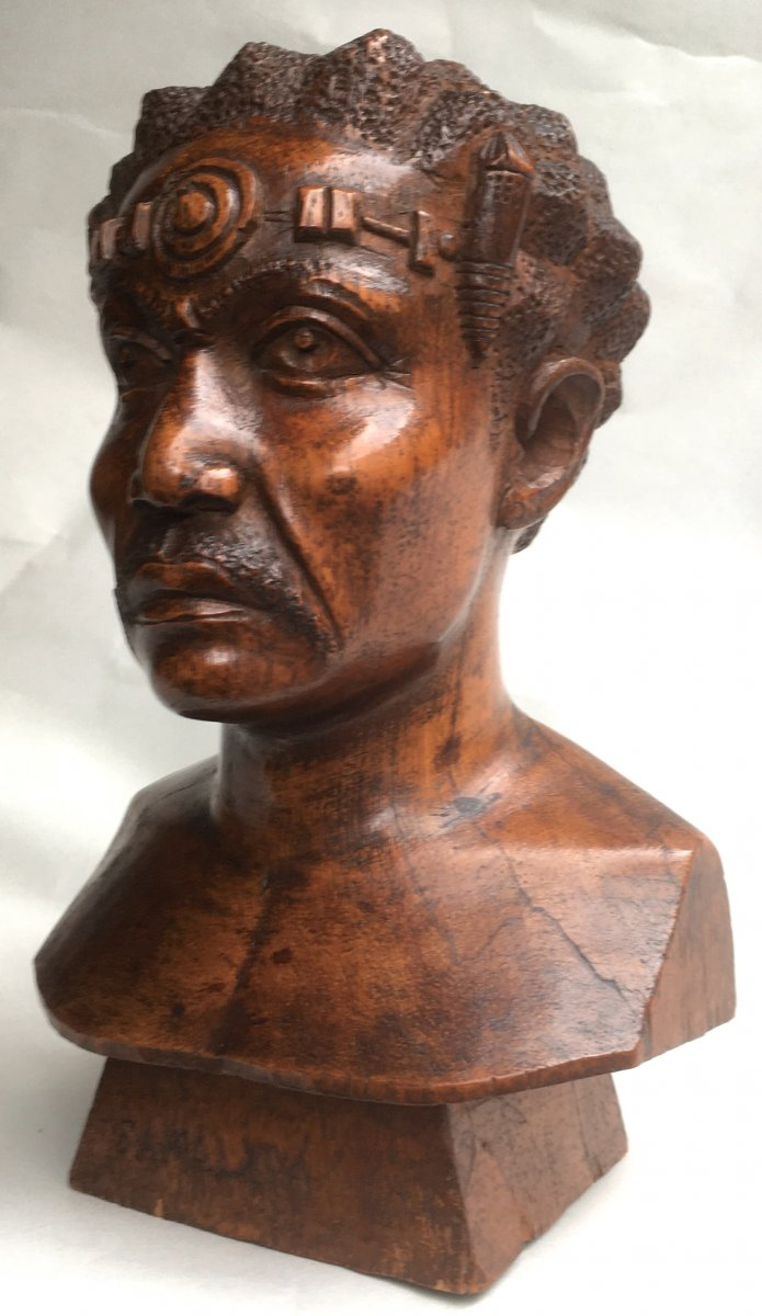 Petit Buste De Guerrier Sakalave En Teck. Art Africaniste. Madagascar Milieu XXe Siècle.