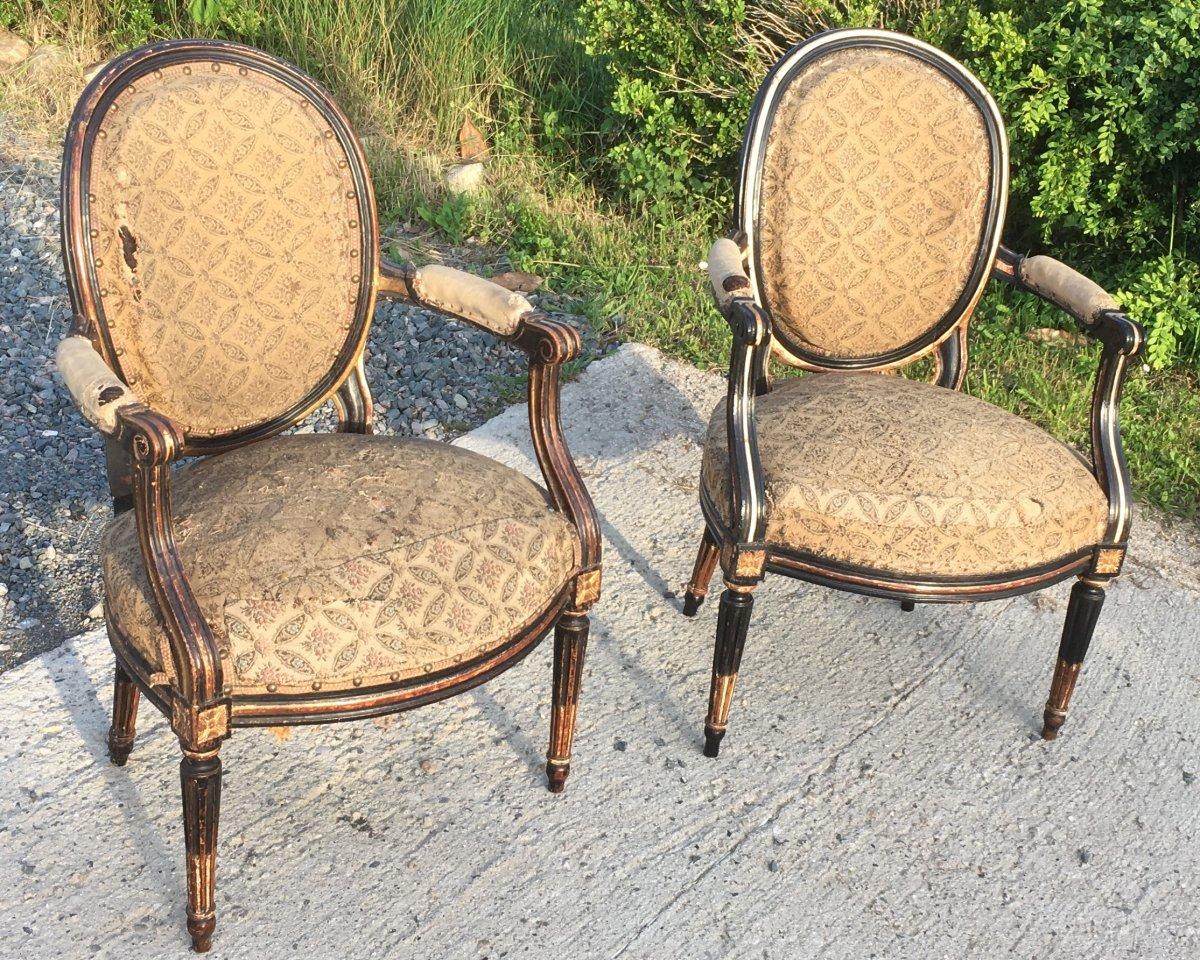 Paire De Fauteuils Cabriolets Louis XVI En Hêtre Laqué Au XIXe. France XVIIIe Siècle.