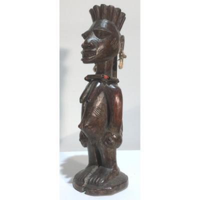 Statuette Féminine Yorouba De Type Ibedji. Nigéria, Bénin Milieu XXe Siècle.