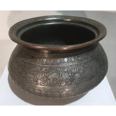 Tâs Basin In Hammered And Tinned Copper. Iran, Safavid 17th - 18th Century.