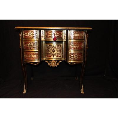 This small desk in red tortoiseshell veneer and brass decorated with foliage, typical Boulle marquetry, dates from the Louis XIV period, very early eighteenth century.<br />