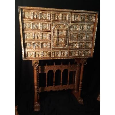 This magnificent XVIIth century walnut bargueno, created without a flap, is spectacular in its upper part.<br />
