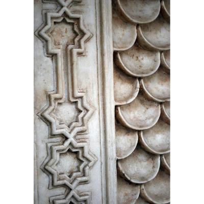 Plaque En Marbre Indo-musulman (élément De Fontaine)