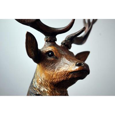 Cerf En Bois Sculpté, Forêt Noire