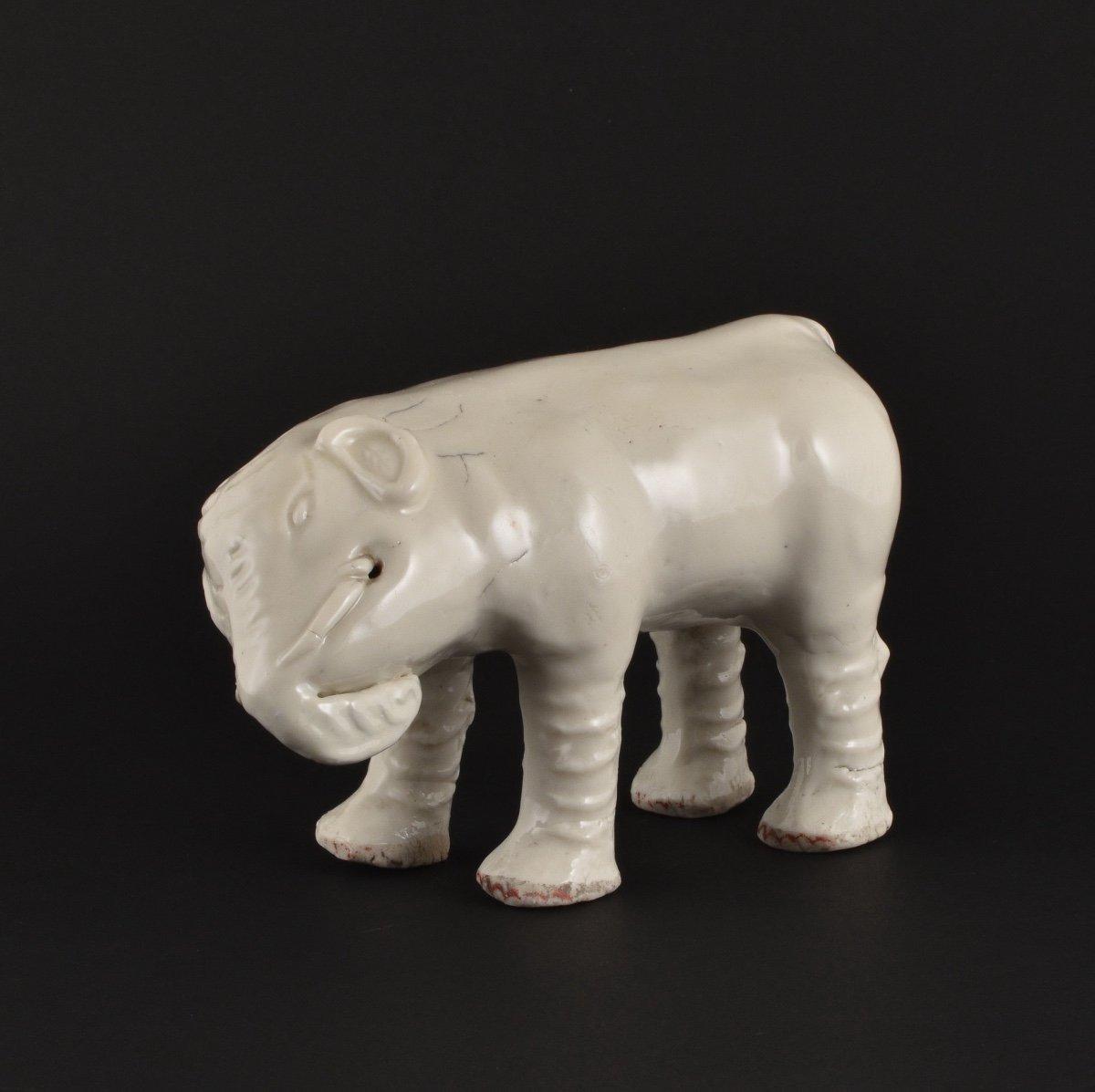 Eléphant En Porcelaine Blanc-de-chine / Dehua. Kangxi