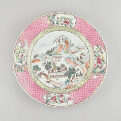 Paire D'assiettes  Famille Rose à Décor D'un Paysage. En Porcelaine De Chine. Yongzheng