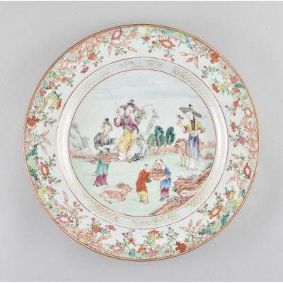 Assiette Famille Rose à Décor De Figures En Porcelaine De Chine D'époque Qianlong
