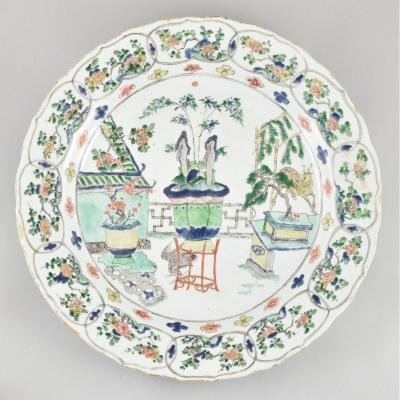 Grand Plat Peint Dans Les émaux De La Famille Verte En Porcelaine De Chine. Kangxi
