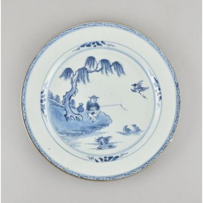 Assiette à Décor Bleu Et Blanc d'Une Pêcheur En Porcelaine De Chine d'époque Qianlong