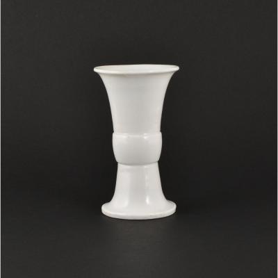 Vase Blanc-de-chine De Form Archaïque Gu En Porcelaine De Chine D'époque Kangxi