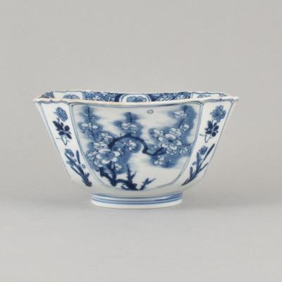 Bol De Section Carré à Décor Bleu Et Blanc En Porcelaine De Chine D'époque Kangxi