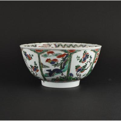 Large Bol Peint Dans Les émaux De La Famille Verte En Porcelaine De Chine. Kangxi