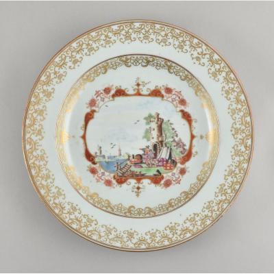 Assiette Peinte Dans Les émaux De La Famille Rose Dans Le Style De Meissen. Chine, Qianlong