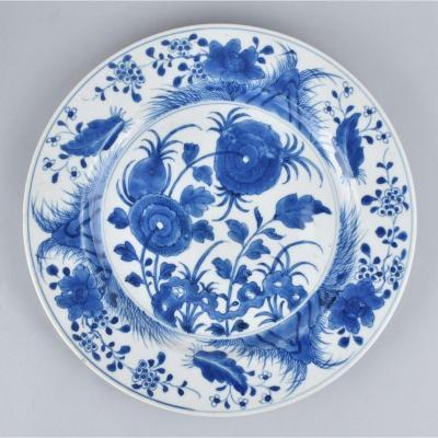 Petit Plat à Décor Bleu Et Blanc. Chine. Kangxi