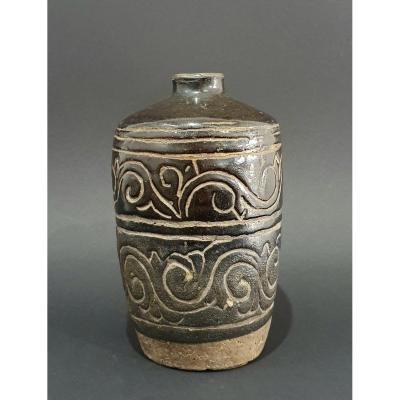 Ming Period Stoneware Pot (1368 - 1644) China