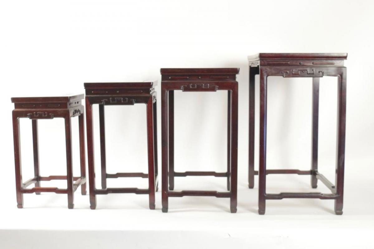 Quatre tables gigognes en bois de fer
