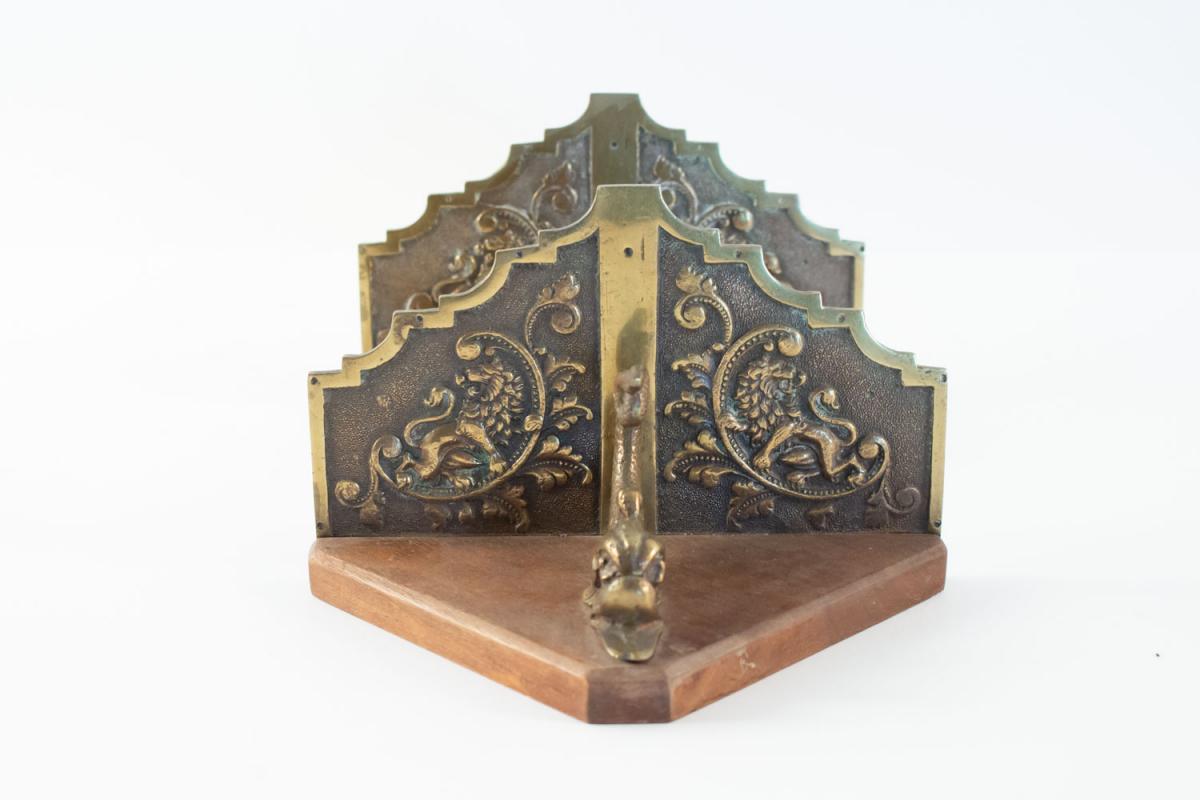 Paire de consoles d'appliques en bronze à motifs marins