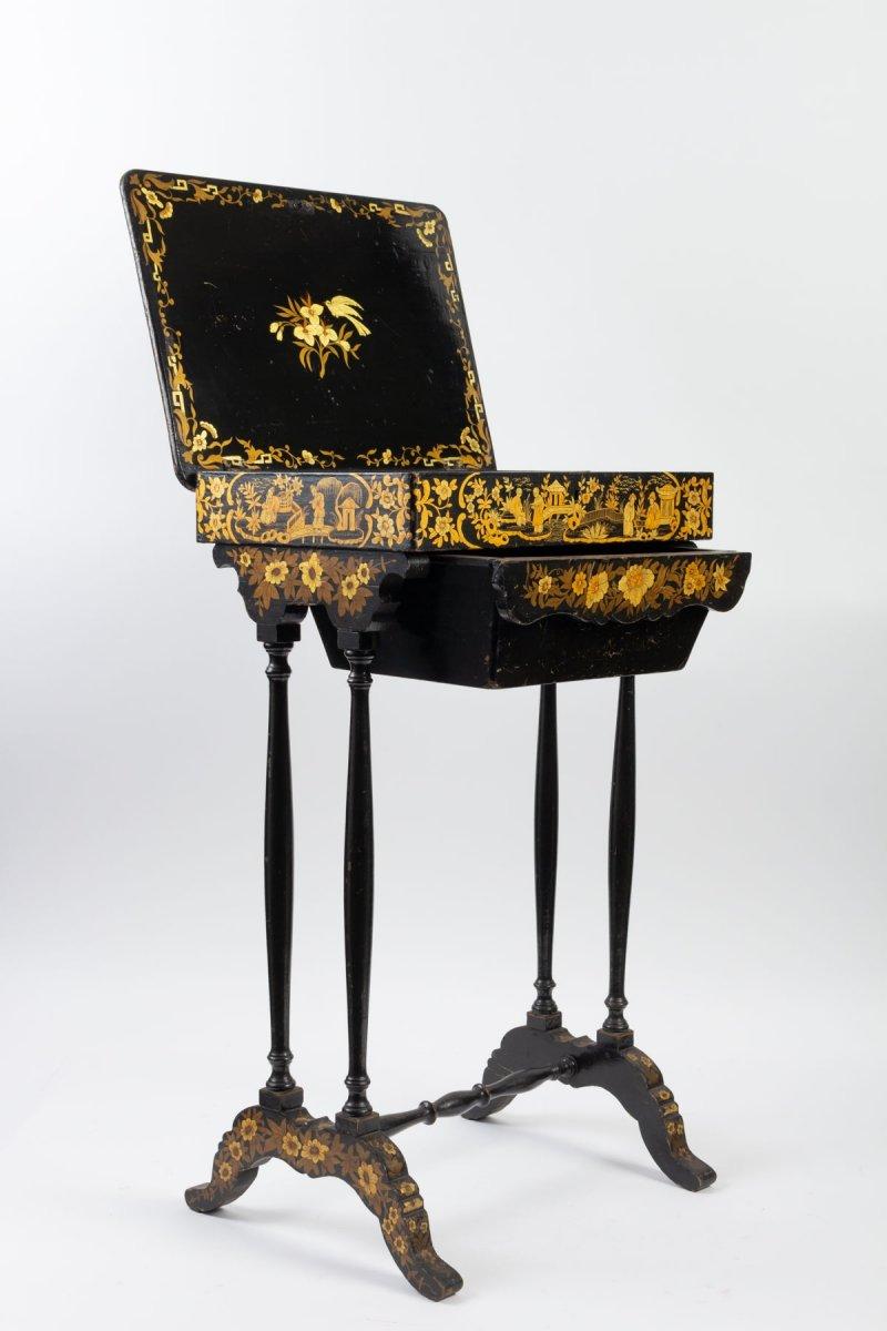 Table Laque noire et or XIXème