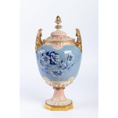 Vase couvert pâte sur pâte ROYAL DUX fin XIXème