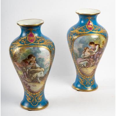 Paire de Vases bleu céleste à Scènes Galantes et Fleurs fin XIXème ( France )
