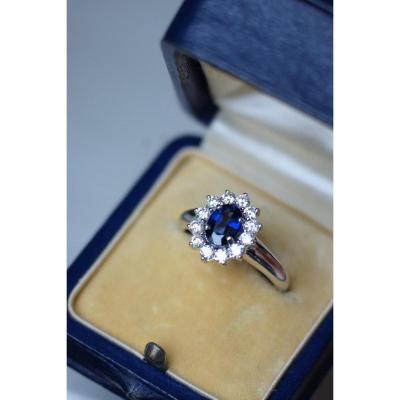 Bague De Fiançailles Saphir Entourage Diamants Sur Or Blanc