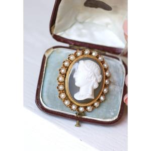 French Victorian Gold Agate Cameo Brooch With Natural Pearls